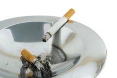 烟灰缸烟 库存图片