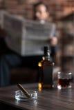 烟灰缸的选择聚焦有雪茄的在它 免版税库存照片