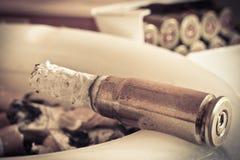 烟灰缸项目符号雪茄 免版税库存图片