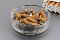烟灰缸香烟 免版税库存图片