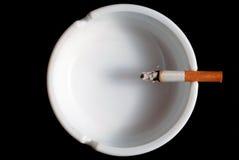 烟灰缸香烟v2 库存图片