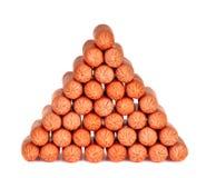 烟熏腊肠金字塔  免版税库存图片