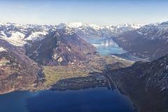 烟特勒根、Thun湖和Brienz湖鸟瞰图  免版税图库摄影
