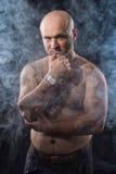 烟的赤裸人 库存照片