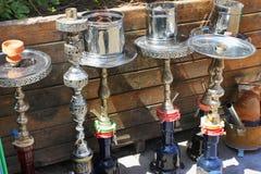 水烟筒用管道输送在街道在伊斯坦布尔,土耳其 库存照片