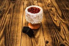 水烟筒碗用烟草和木炭 免版税图库摄影