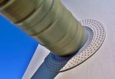 烟筒输入的冷却塔 库存图片