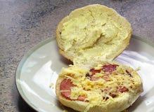 烟肉卷或小圆面包用乳酪 库存照片