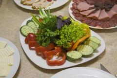 烟肉和意大利辣味香肠、菜和乳酪 库存图片
