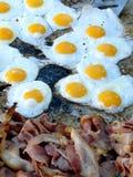 烟肉和鸡蛋 库存照片