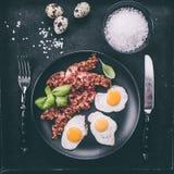 烟肉和鹌鹑蛋 免版税库存照片
