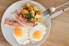 烟肉土豆和鸡蛋 图库摄影