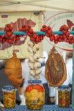 烟肉大蒜和传统食物 免版税库存图片