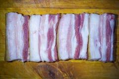 烟肉开胃片断与一个槽孔的在木表面的背景 免版税库存照片