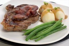 烟肉烤了臀部的牛排 免版税库存图片