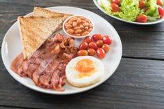 烟肉用鸡蛋早餐 免版税库存图片