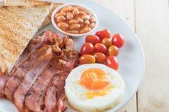 烟肉用鸡蛋早餐 免版税库存照片