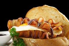 烟肉蛋单片三明治 免版税图库摄影