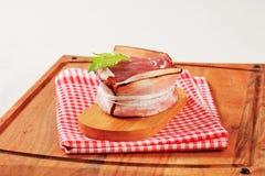 烟肉被包裹的猪肉内圆角 免版税库存图片