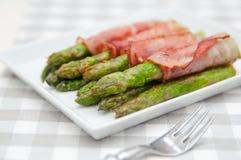 烟肉被包裹的芦笋 免版税库存图片