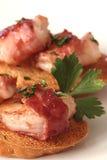 烟肉被包裹的crostini虾 免版税库存图片