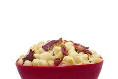 烟肉豌豆意大利面食用奶油沙司 免版税图库摄影