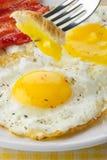 烟肉鸡蛋 免版税库存照片