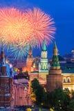 烟花克里姆林宫近莫斯科 库存图片