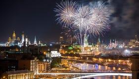 烟花克里姆林宫近莫斯科 免版税库存照片