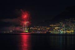 烟花全景可爱的看法在摩纳哥的公国的在日落之后的 免版税库存照片