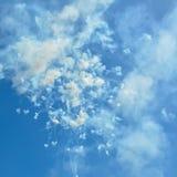 烟花和烟在蓝天在天计时坐骨意大利 库存照片
