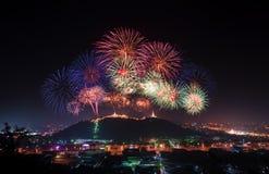 烟花在庆祝的Phranakorn Khiri宫殿显示 免版税库存图片