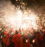 烟花在晚上在巴达洛纳 库存图片