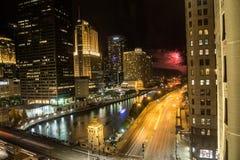 烟花在芝加哥在晚上 库存照片
