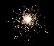 烟花在黑色的闪烁发光物飞溅 免版税库存照片