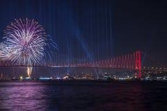 烟花展示在伊斯坦布尔Bosphorus 火鸡 库存图片