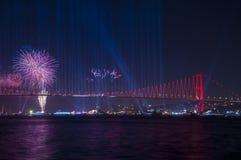 烟花展示在伊斯坦布尔Bosphorus 火鸡 免版税库存图片