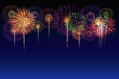 烟花庆祝和暮色天空背景 库存图片