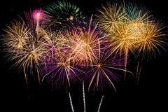 烟花庆祝在新年和拷贝空间的晚上 库存照片