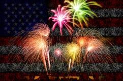 烟花庆祝有美国国旗背景 免版税库存图片
