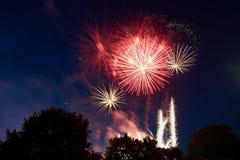 烟花庆祝红色,橙色和黄灯 库存图片
