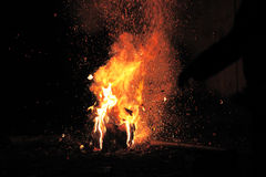 烟花或爆竹在屠妖节或圣诞节节日期间 免版税库存照片