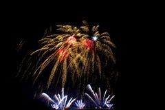 烟花新年庆祝-美丽的五颜六色的烟花isol 免版税图库摄影