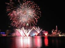 烟花显示在国庆节游行(NDP)排练期间2013年 免版税库存照片