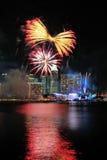 烟花显示在国庆节游行(NDP)排练期间2013年 库存照片