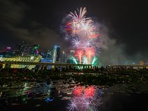 烟花显示在国庆节游行(NDP)预览期间2014年 免版税图库摄影