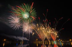 烟花显示庆祝122年乌隆他尼,泰国 免版税库存照片