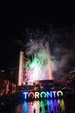 烟花照亮多伦多天空,泛美航空比赛闭幕式 免版税图库摄影