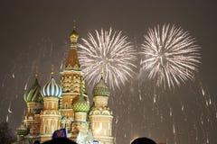 12 2011烟花莫斯科6月在俄国的克里姆林宫 免版税库存图片