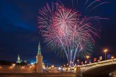 12 2011烟花莫斯科6月在俄国的克里姆林宫 免版税库存照片